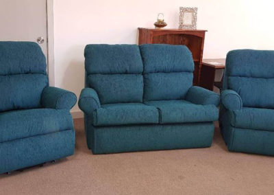 Surrey 2-seater sofa with 1-lift recliner chair & 1 manual recliner chair